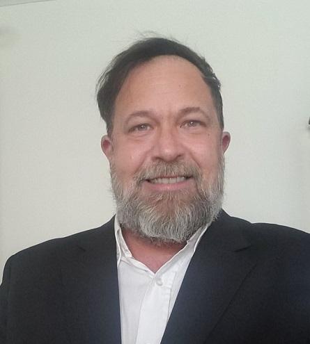 Luis Ferraro Lara es analista económico, titular de
