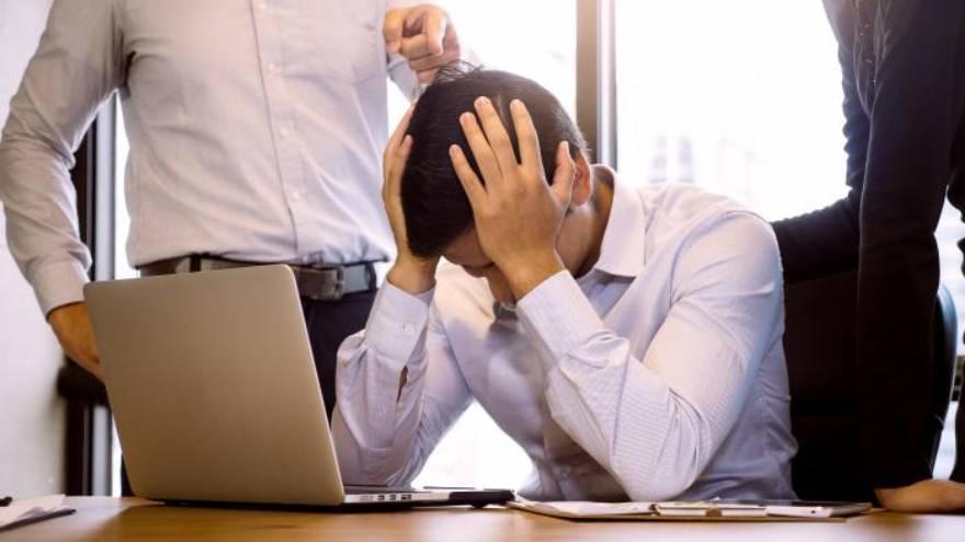 Hostigamiento, agresiones verbales, daño a la reputación y aislamiento son las malas prácticas más frecuentes.
