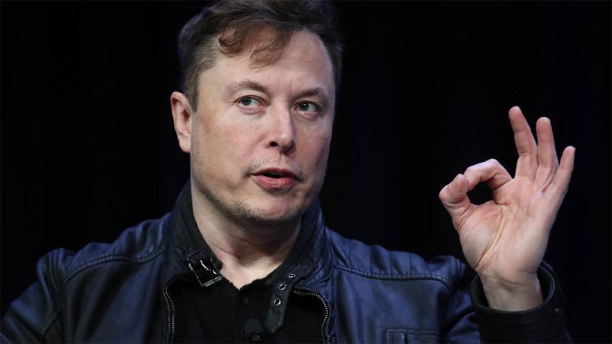 Elon Musk recomienda Clubhouse porque permite enfocarse en un tema específico.