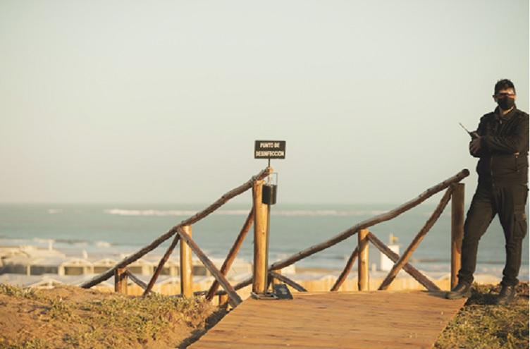 pandemia: respeto a los protocolos en un entorno de playa