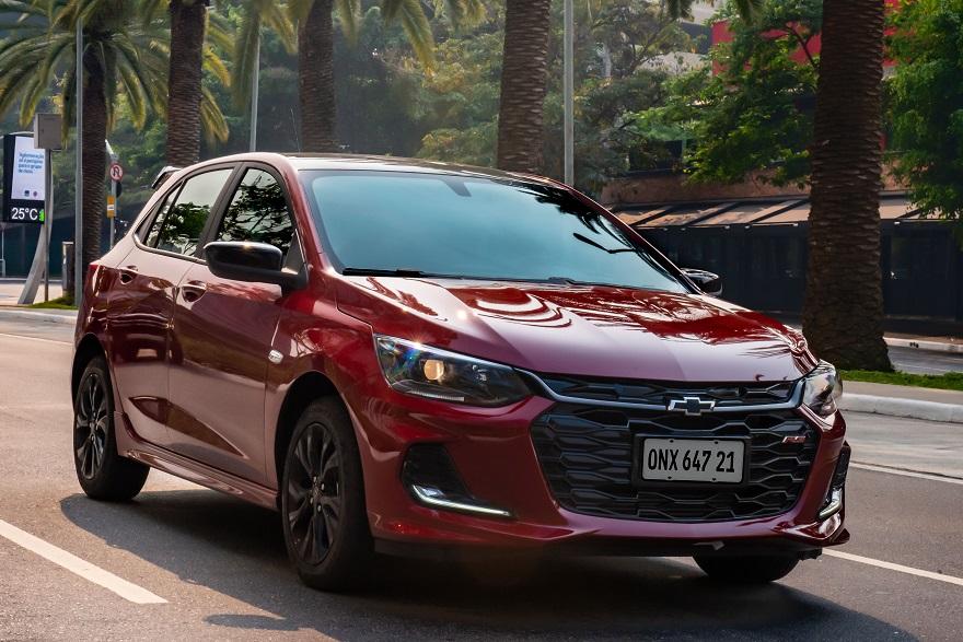 Chevrolet Onix completa el podio de los más vendidos.
