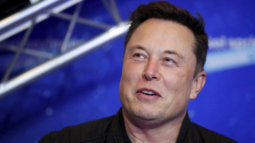 Elon Musk recomienda dormir 6 horas y no