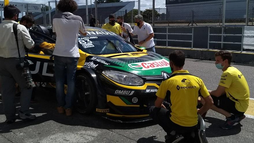 El equipo Renault en plena organización de las pruebas.