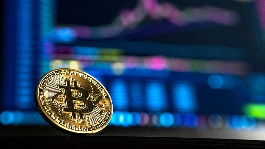 La cotización de 50.000 dólares del bitcoin disparó la polémica en Twitter.