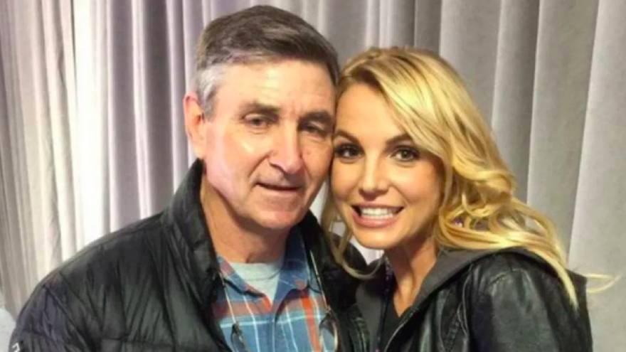 Britney Spears junto a su padre, James, quien tiene todo el control sobre casi todos los aspectos de su vida