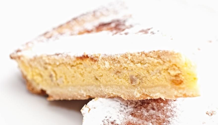La torta de ricota, es una buena opción para el desayuno, la merienda y si le agregas dulce de leche, será también el postre perfecto