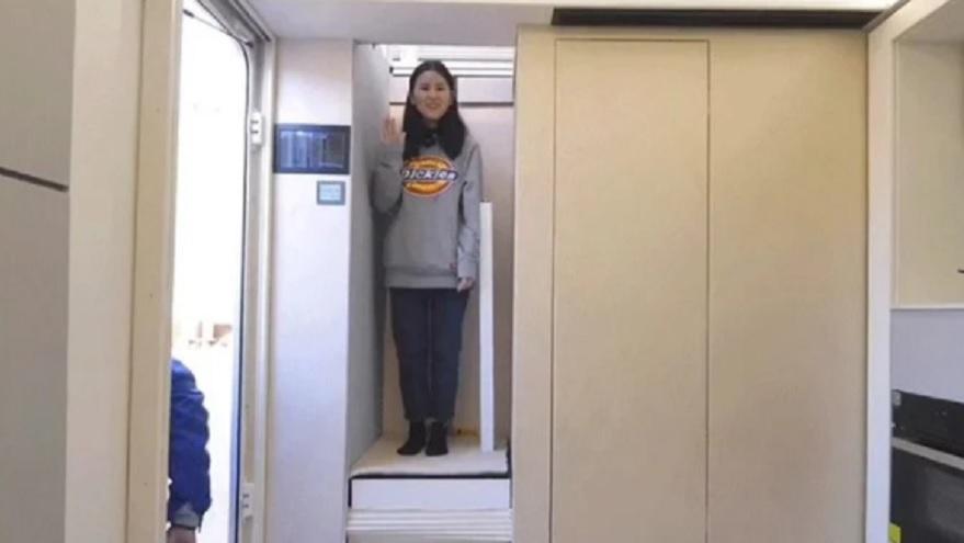 Para subir al primer piso, es necesario un ascensor