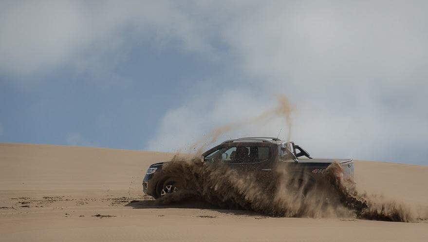 Prueba superada con Renault Alaskan en los médanos de Pinamar.
