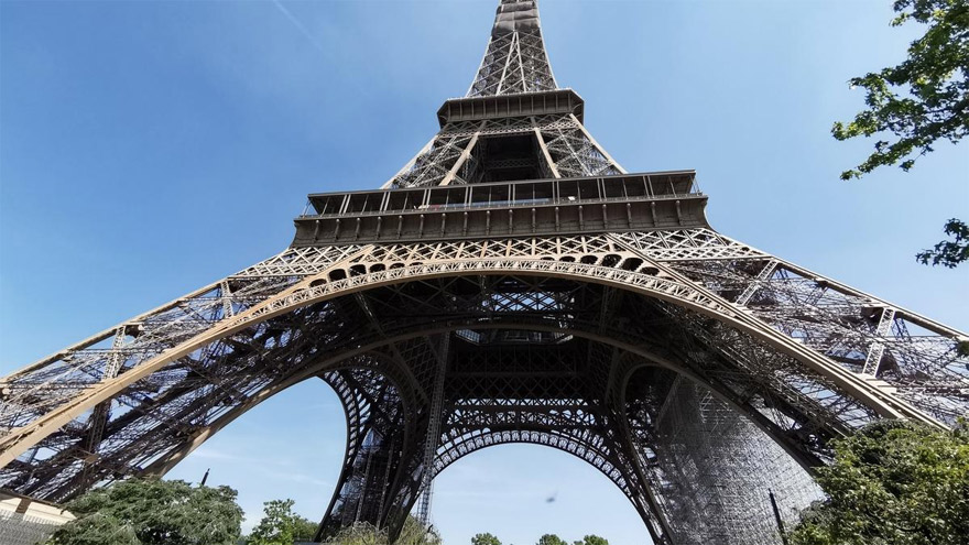 Hoy un icono de Paris, la Torre Eiffel no era tan querida a comienzos del siglo XX.