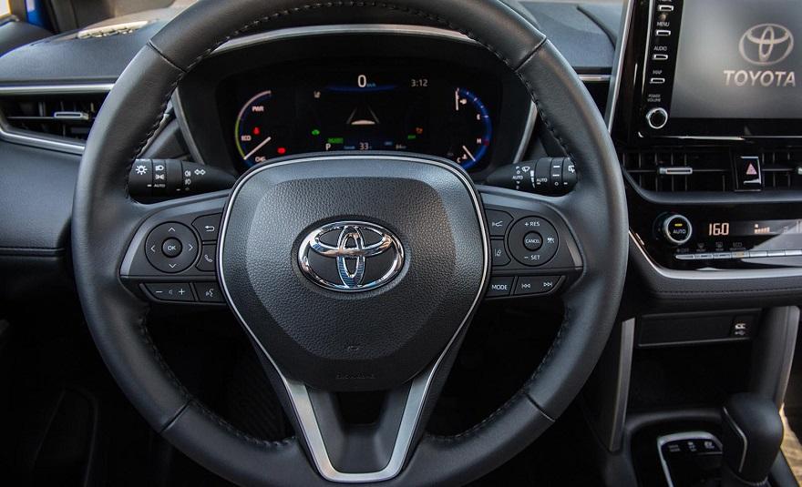 Mucha tecnología en el interior del Toyota Corolla Cross.