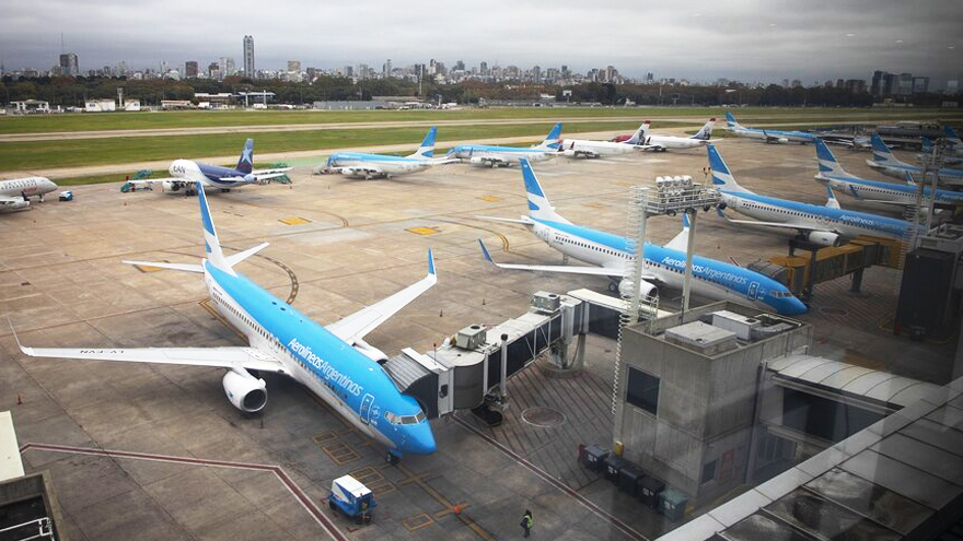 Aerolíneas Argentinas continúa con su política