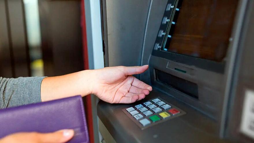 Podés depositar los billetes de dólar cara chica en tu cuenta y retirarlos después con billetes más nuevos
