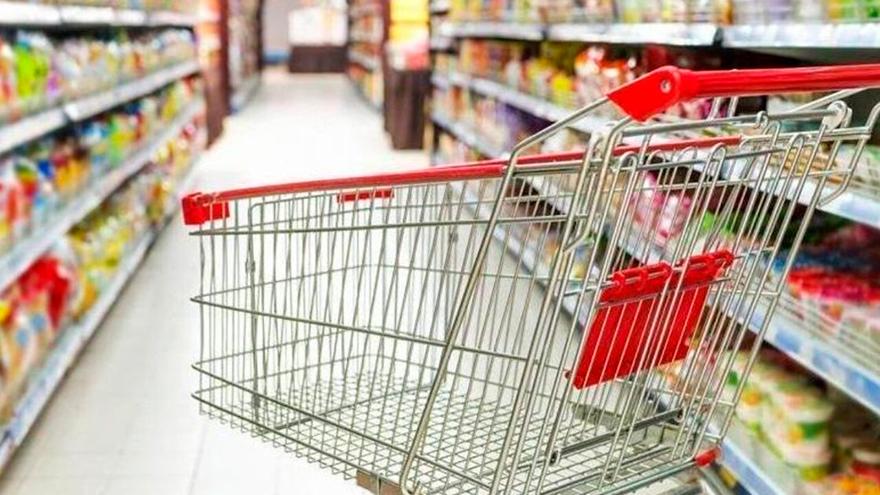 Las ventas en comercios como supermercados se sostienen durante la pandemia.