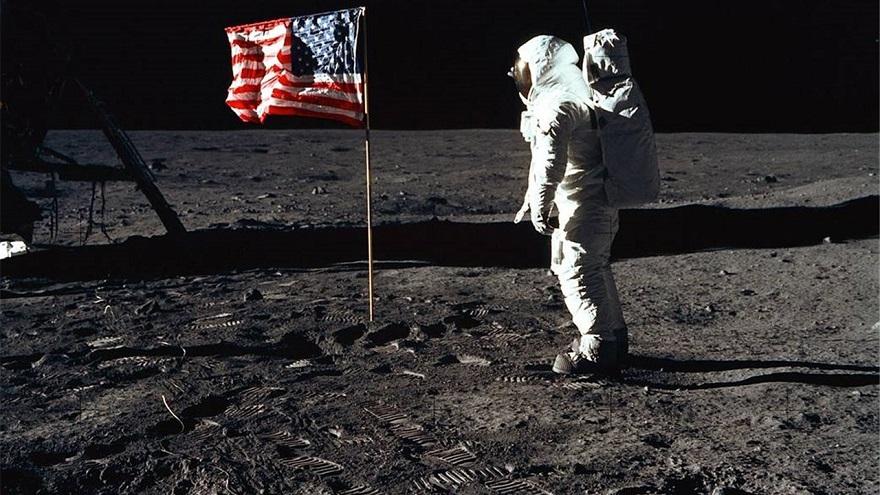 Cuándo es el Día del Amigo en Argentina: la llegada a la luna, un dato clave.