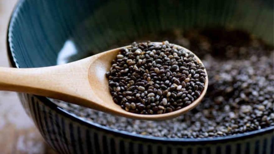 Comer semillas de chía puede ayudar a incorporar ciertos nutrientes, pero no producirá milagros en el cuerpo
