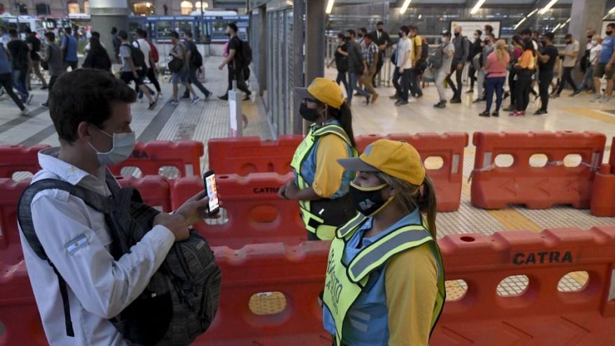 Para Asis, la gente está intoxicada con información sobre la pandemia.