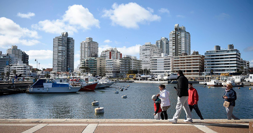 La residencia legal Mercosur se puede iniciar en Uruguay o en el Consulado uruguayo en Argentina