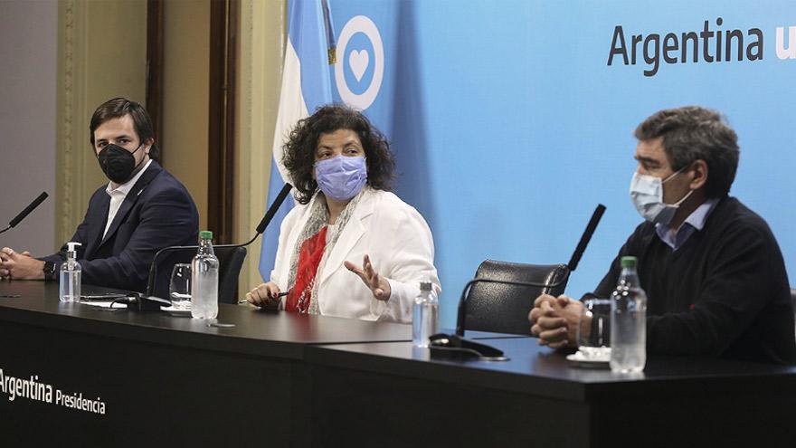 Vizzotti junto a Kreplak y Quirós, durante el anuncio de la combinación de vacunas.
