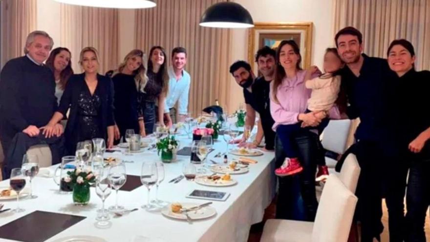Polémica por visitas a Olivos: apareció una nueva foto del cumpleaños de Fabiola Yáñez