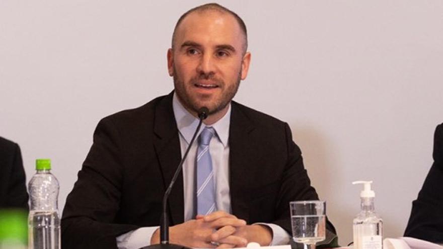 Acompañado por el presidente, Guzmán realizó una defensa de su gestión al frente del ministerio de Economía