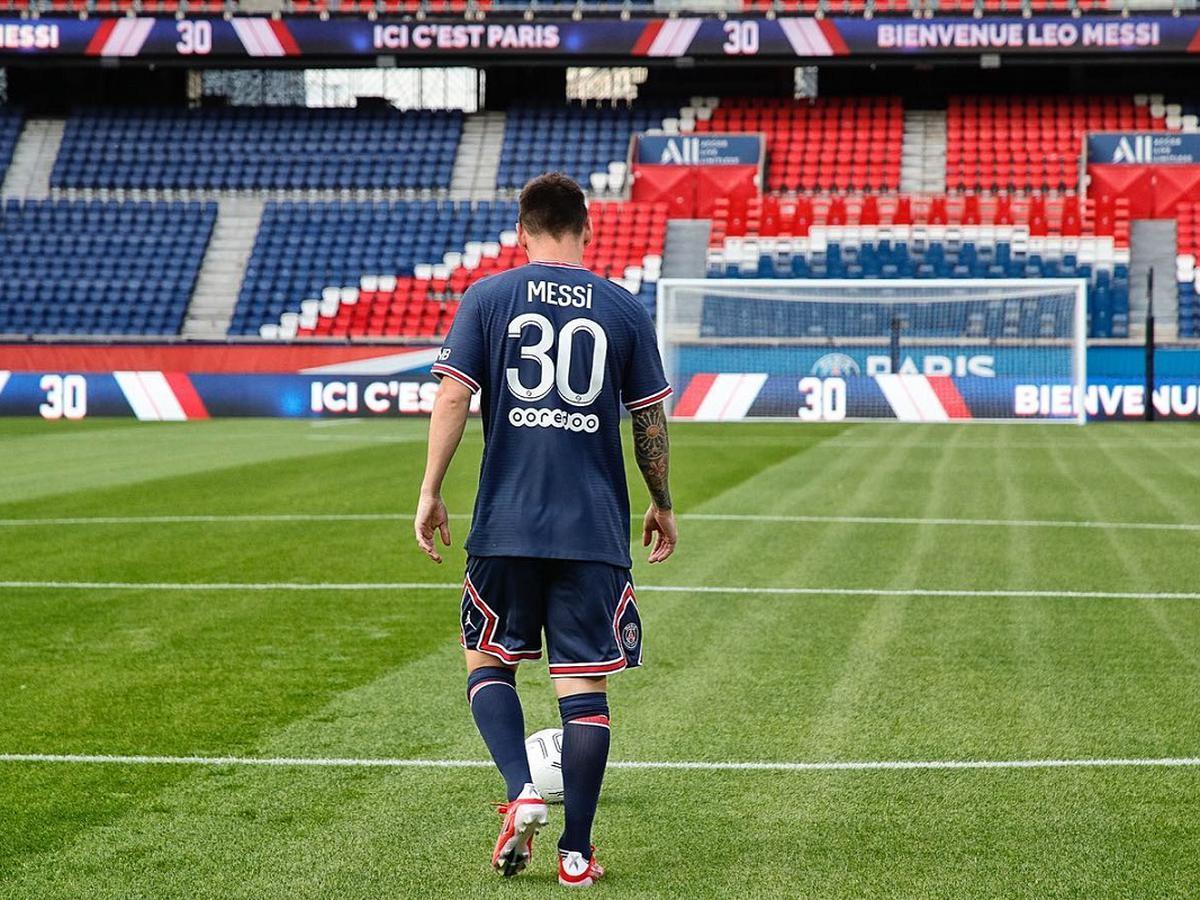 Messi dejó el 10 del Barcelona por la 30 del PSG.