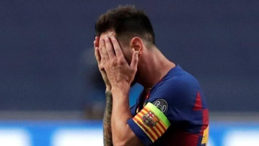 Messi, en una imagen desoladora después de la derrota contra el Bayern Munich